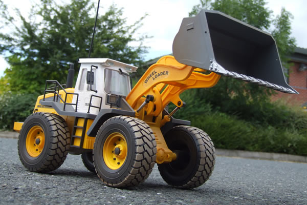 Large Scale 8 Function Radio Control Wheeled Loader with Working Lights - Hobby Engine