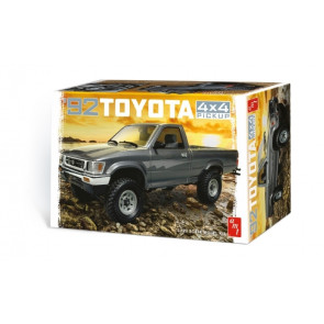 1992 Toyota Hilux 4x4 Truck  - Highly Detailed 1:20 Scale AMT Plastic Kit