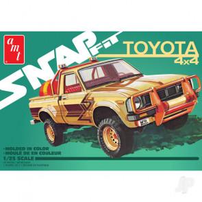 AMT 1980 Toyota Hilux SR5 Pickup (Snap) 2T Plastic Kit