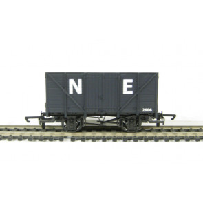 Hornby RailRoad - R6422 Box Van - SWB 00 Gauge