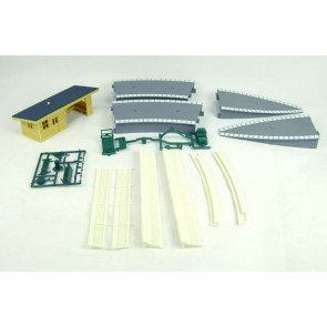 Hornby R8229 TrakMat Accessories Pack 3 - Railway Platform Shelter - 00 Gauge